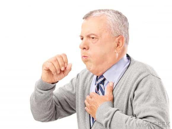 người già bị suyễn
